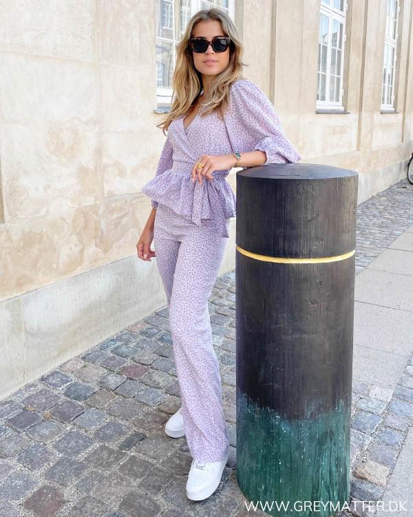 Løse bukser til damer stylet med matchende overdel
