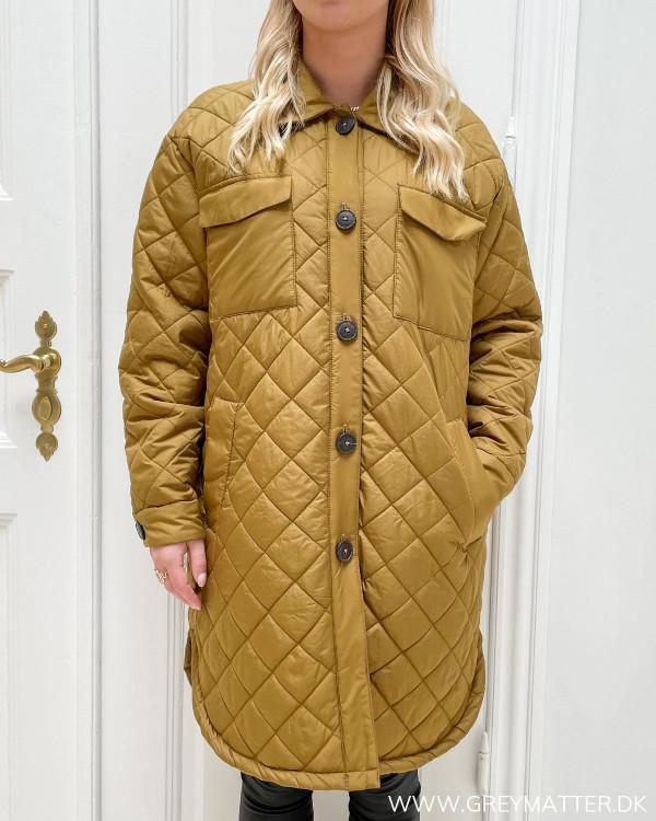 Frakke til damer i smuk farve