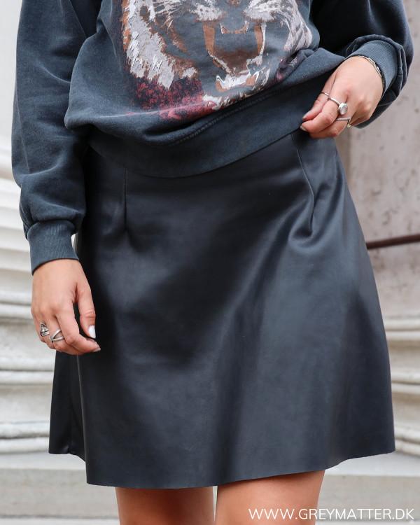 Vila sort imiteret nederdel i cool design med a facon
