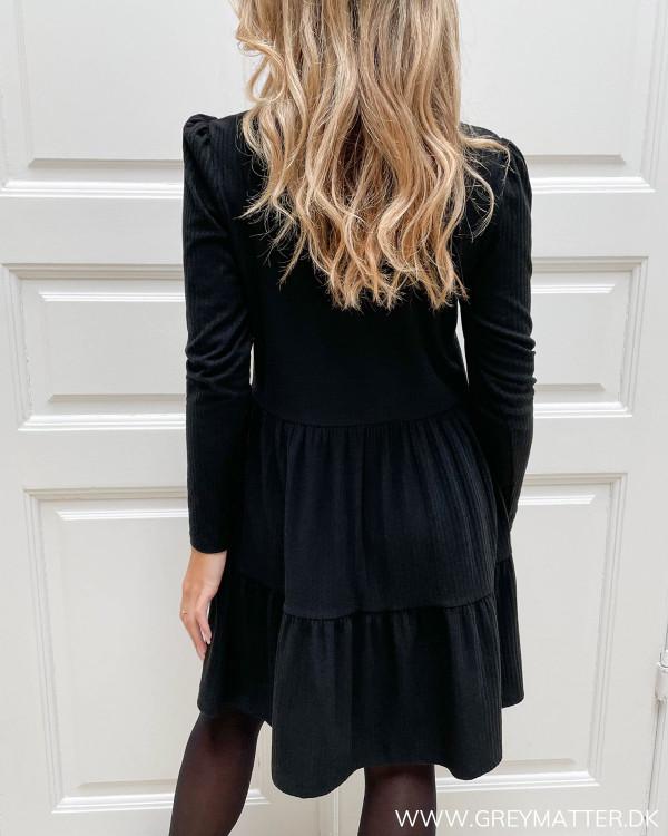 Damekjoler i sort med rund hals og lange ærmer