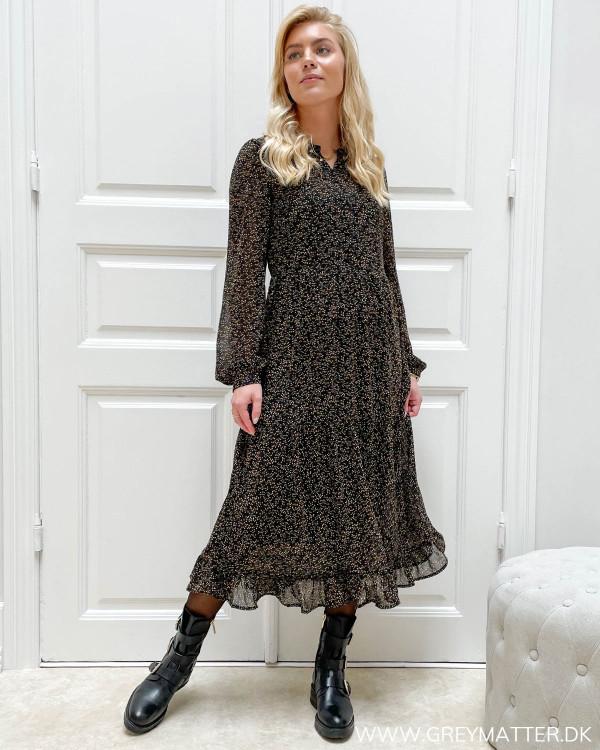 Midi kjole med lange ærmer og knapper foran