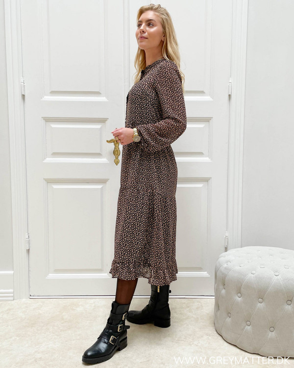 Langærmet kjole med print og rund hals med knappelukning