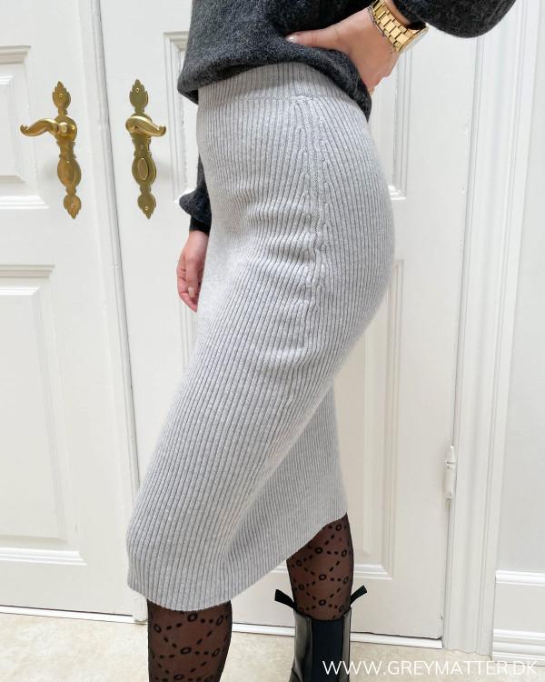 Nederdel i strik til damer i lysegrå