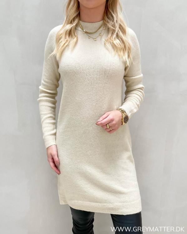 Lys strik kjole til damer fra Pieces