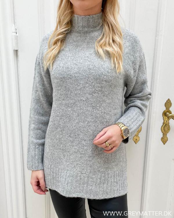 Chunky grå striktrøje fra Only til damer
