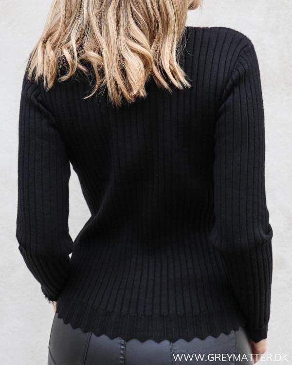 Violivi Black Funnel Neck Knit