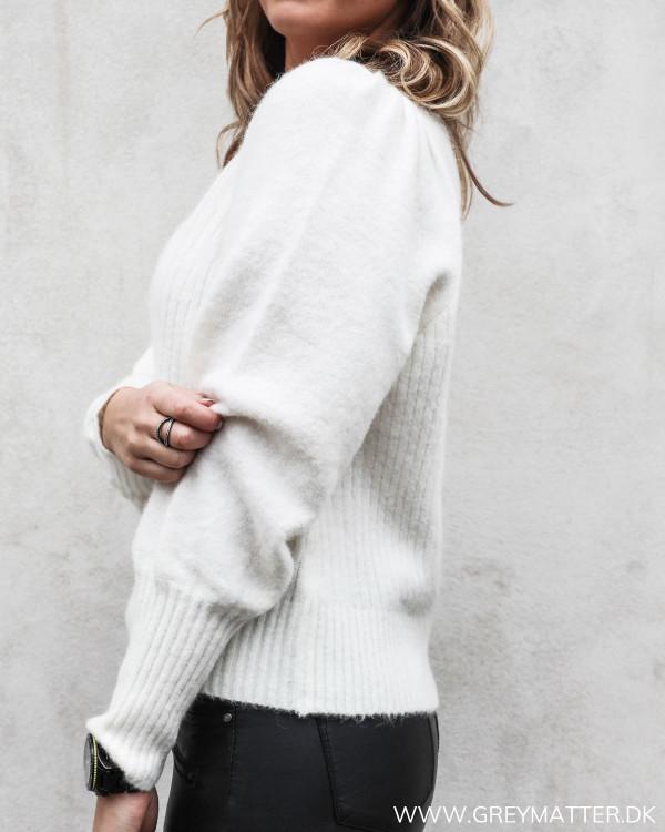 Kelsey bluse i off-white fra Neo Noir set fra siden