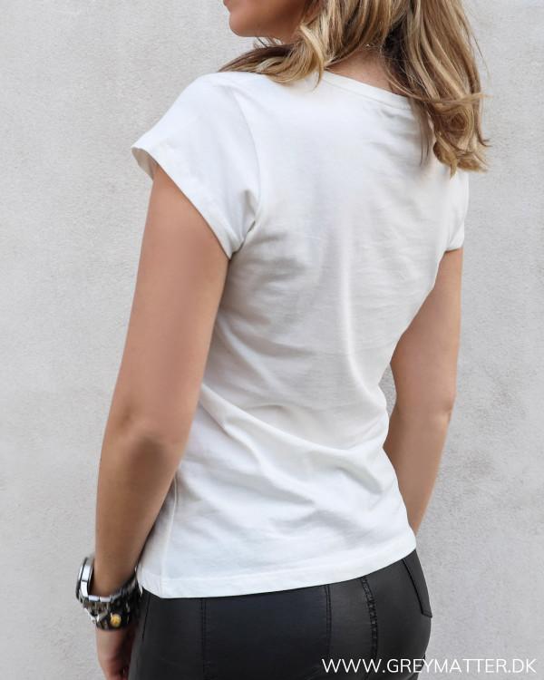 T-shirt fra Vila set bagfra
