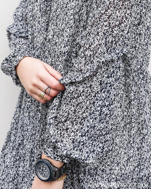 Pieces kjole med print set tæt på med detalje ved ærme