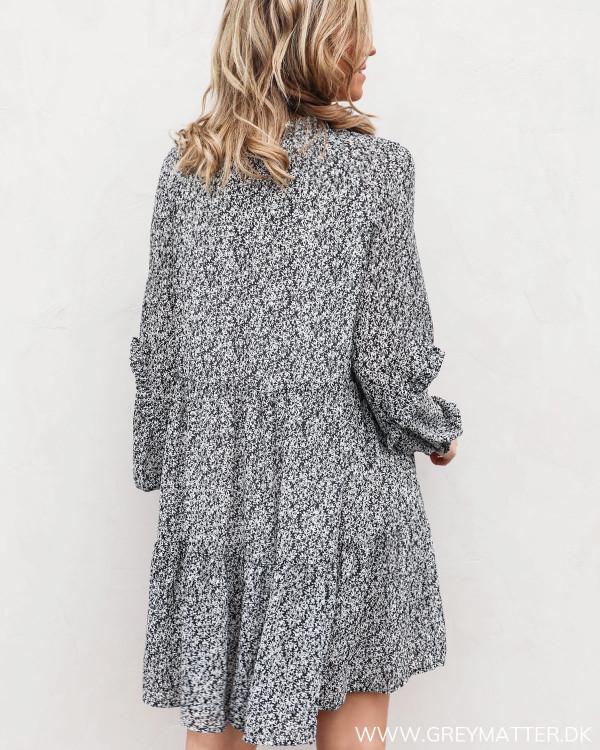 Pieces kjole med print set fra bagfra