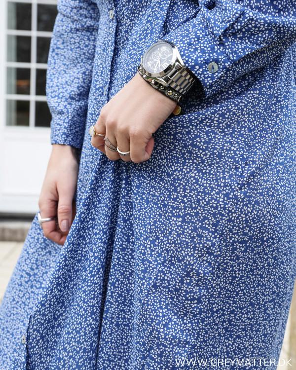 Blå maxikjole med blomserprint