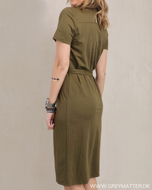 Kjole i armygrøn fra Vila