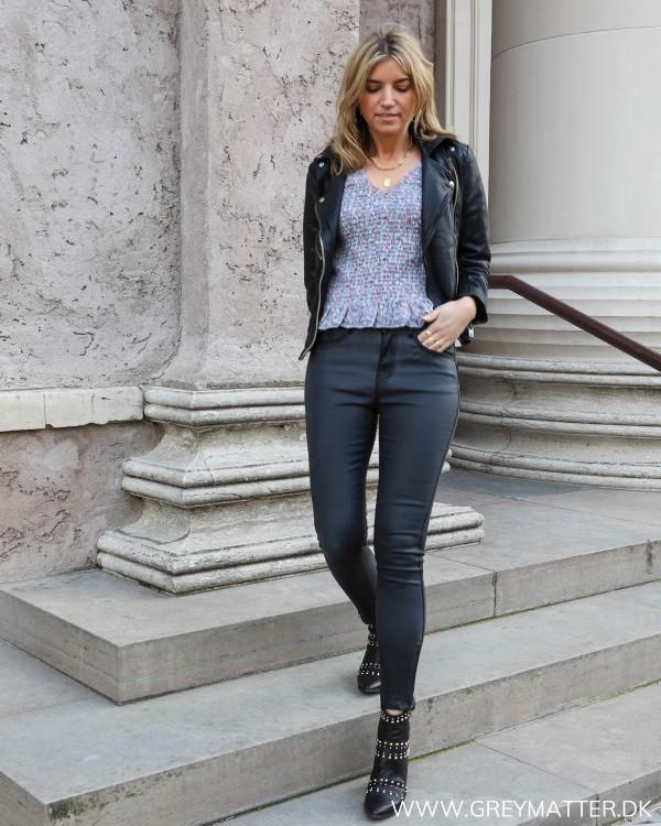 Outfit inspiration med de rå bukser fra Vila
