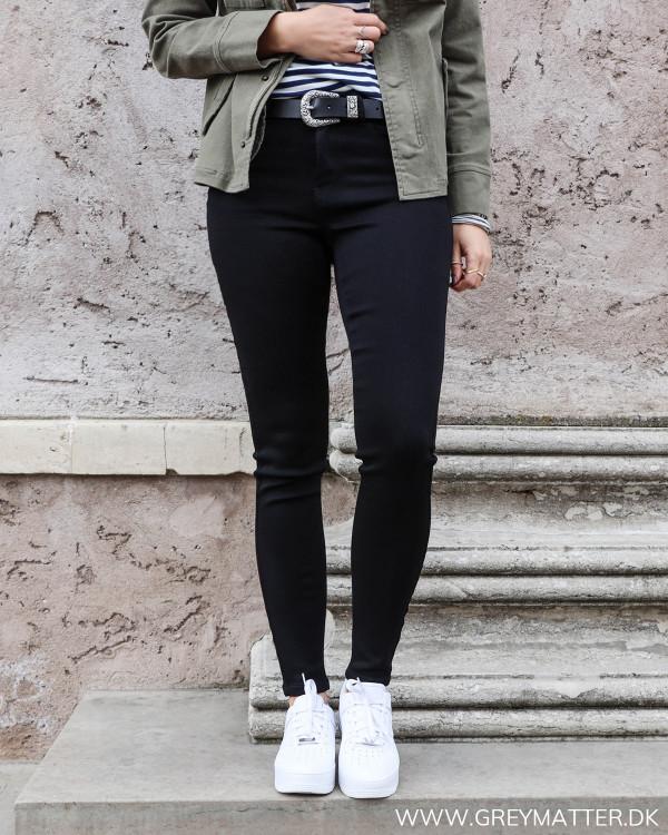 Sorte Vila jeans i skinny-fit pasform set forfra