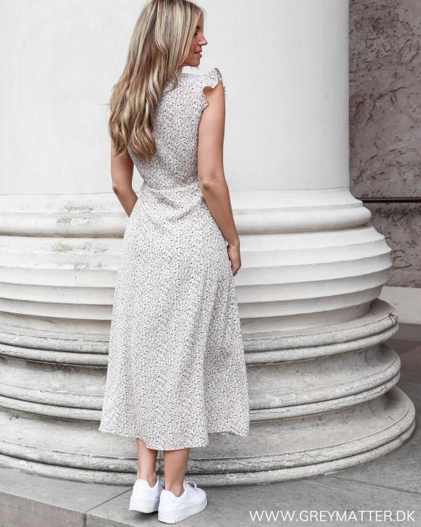 Neo Noir kjole uden ærmer set bagfra