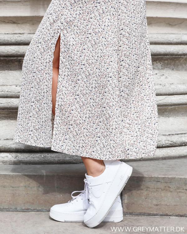Neo Noir kjole uden ærmer zoom på slids