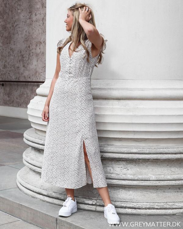 Neo Noir kjole uden ærmer set forfra
