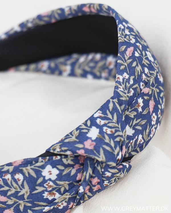 Pieces hårbøjle i smukt blomsterprint