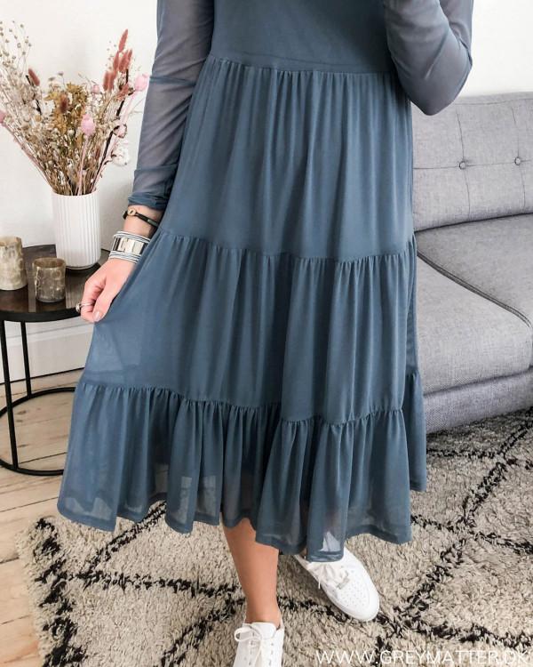 Vila Vidavis kjole, zoom på flæser