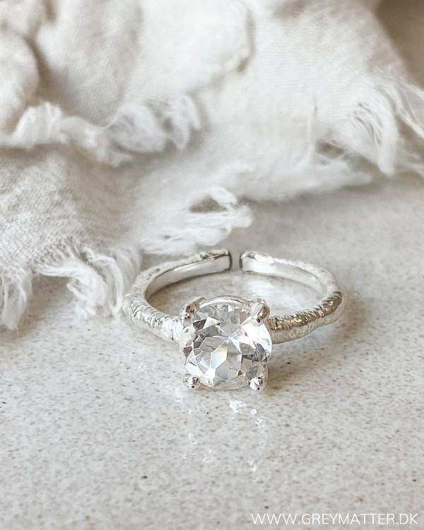 Ring med stor sten i sølv