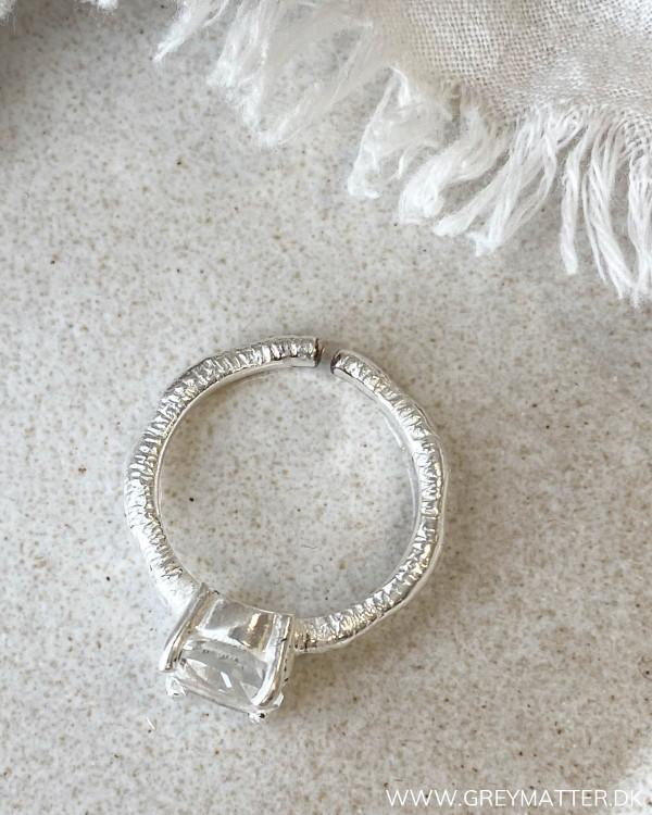 Ringe med stor sten i sølv