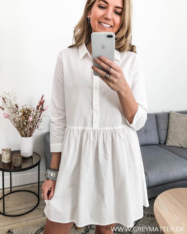 Hvid tunika kjole set forfra