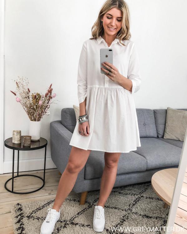 Hvid tunika kjole set i hel figur