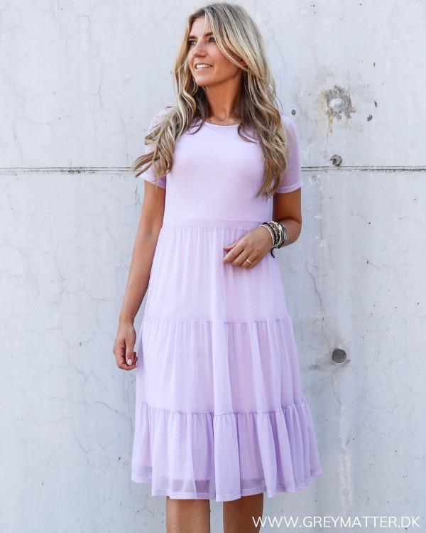 Vila kjole i lyselilla, den populære mesh kjole fra Vila