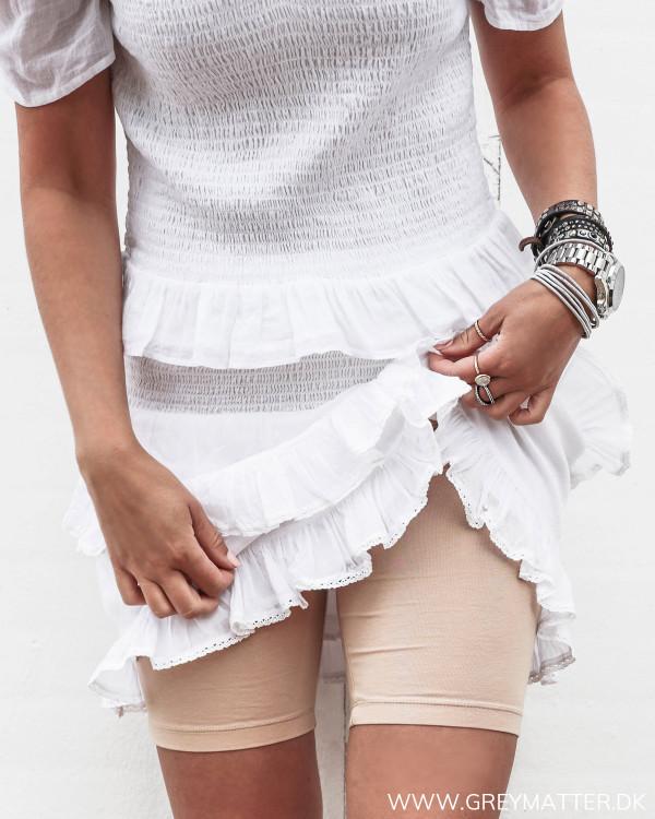 hudfarvede shorts til under kjoler og nederdele set forfra