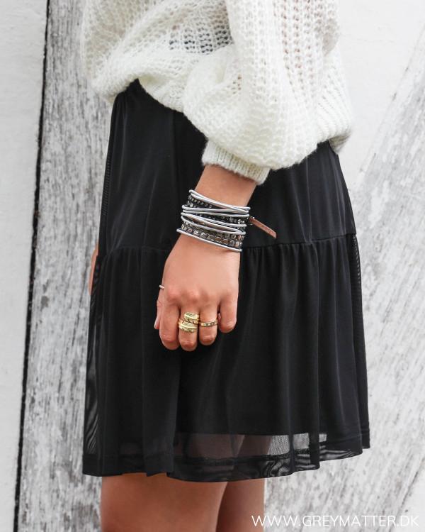 Sort nederdel fra Vila i mesh set fra siden