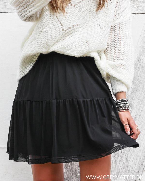 Sort nederdel fra Vila i mesh set forfra