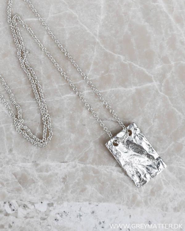 Halskæde i sølv med lille vedhæng