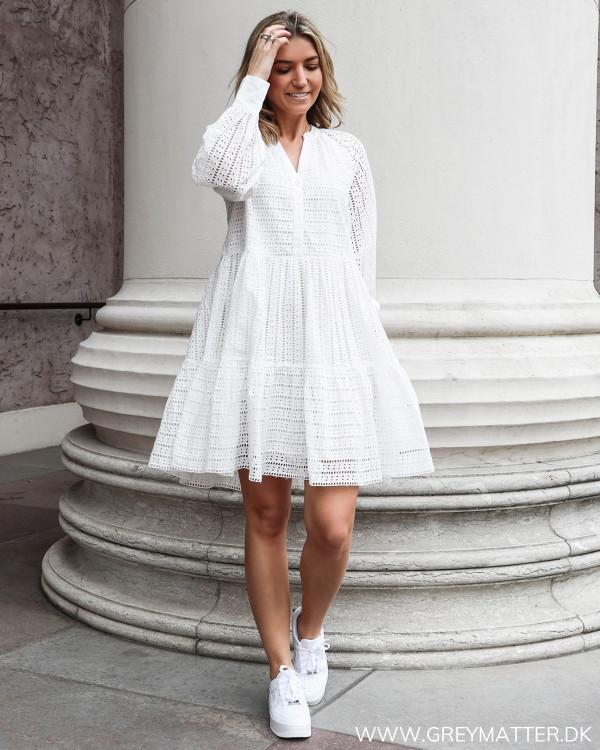 Hvid sommerkjole fra YAS