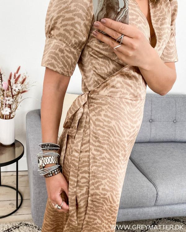 Kjole fra Neo Noir set fra siden