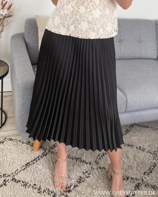 Plisseret nederdel fra Neo Noir set forfra