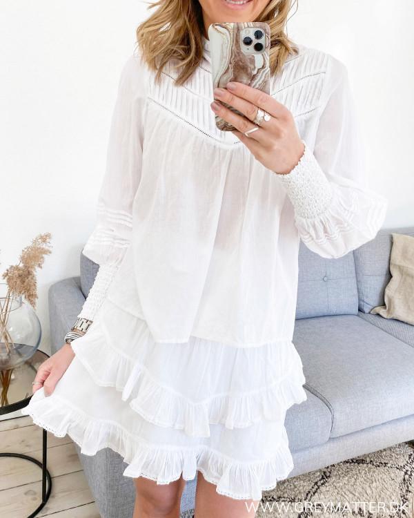 Hvid Neo Noir bluse  stylet med nederdel