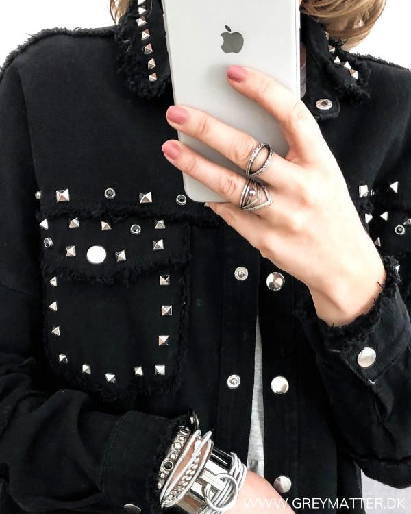 Detalje er jakke med nitter