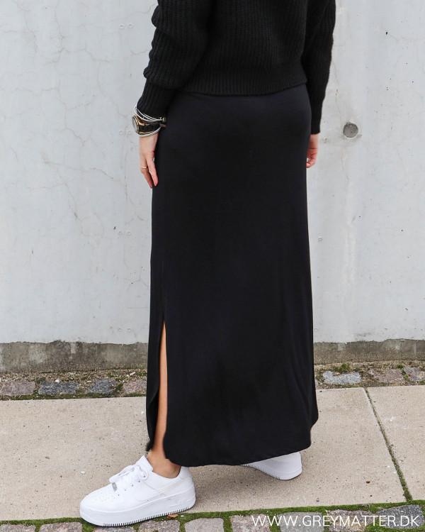 Lang sort nederdel fra Vila