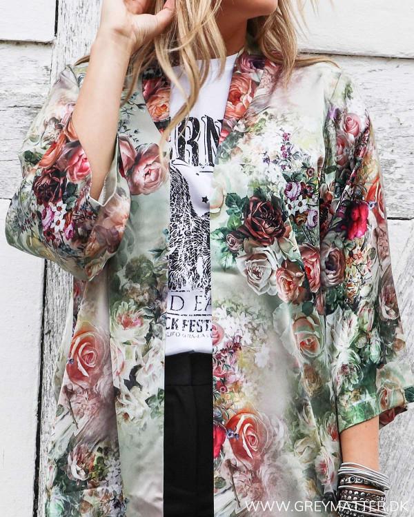 Karmamia kimono med blomsterprint