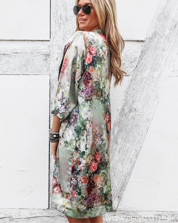 Karmamia kimono set fra siden