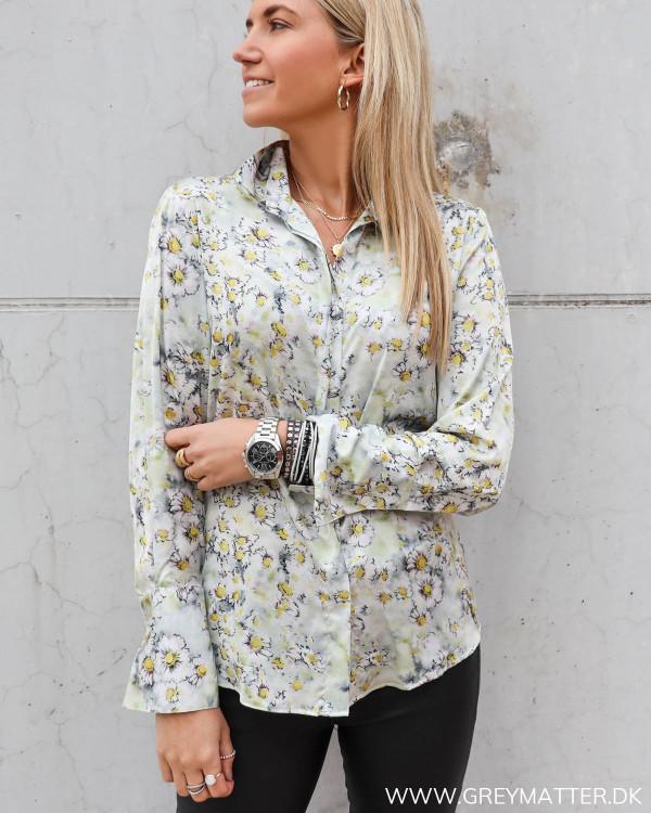 Karmamia skjorte med smukt blomster print