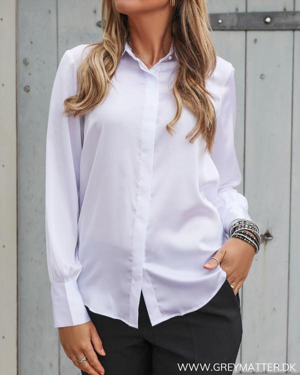 Karmamia hvid skjorte med krave til damer