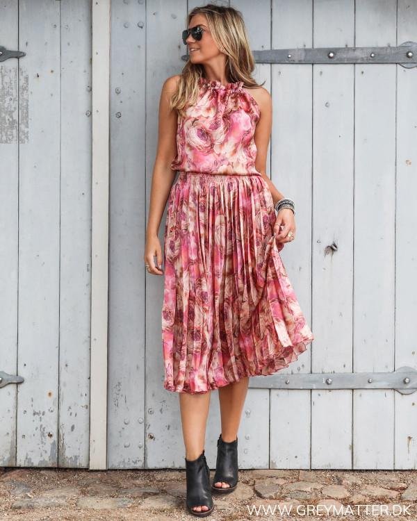 Karmamia top stylet med plisse nederdel fra Karmamia
