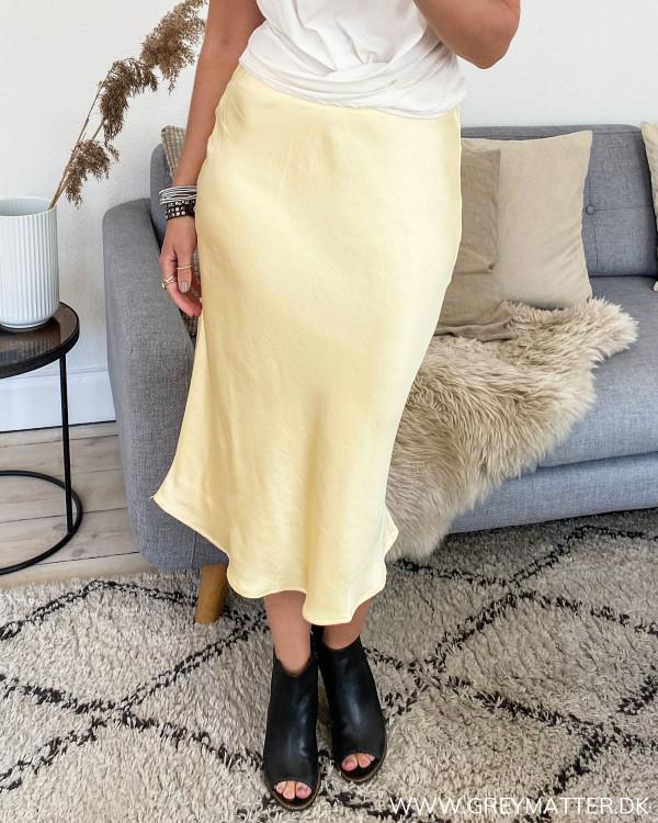 Gul nederdel fra Vila set forfra
