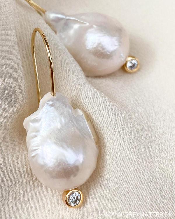 Perlemors øreringe fra Pure By Nat