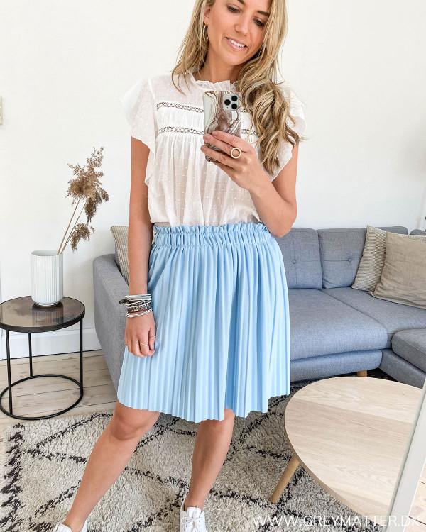 Lyseblå plissé nederdel