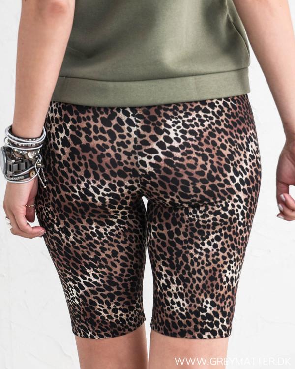 Shorts til under kjoler i leopardprint