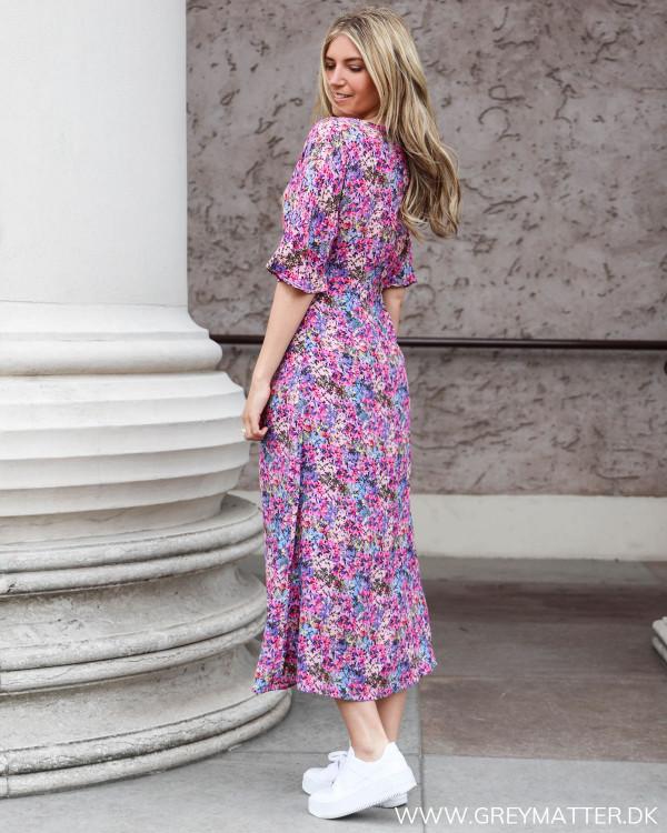 Kjole fra Yas i farverigt blomsterprint