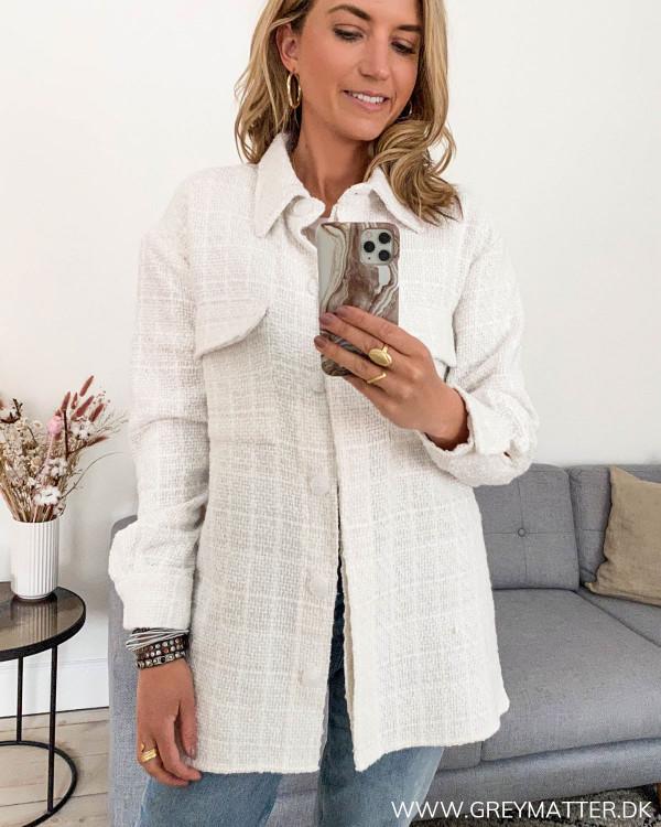 Hvid bouclé jakke fra Neo Noir