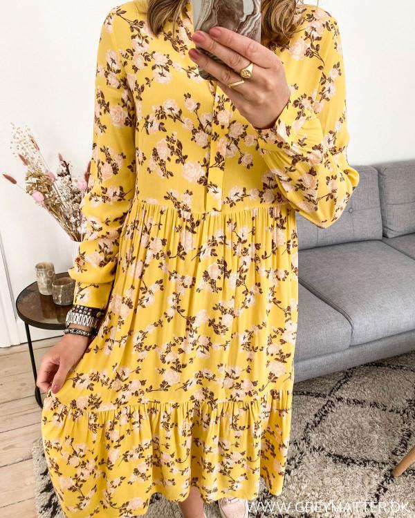 Gul skjortekjole fra Vila med blomsterprint